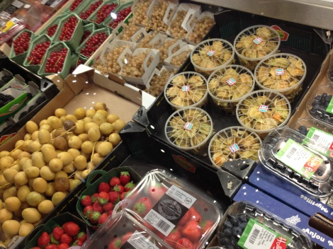 I spied some Gooseberries in this department amongst many other wonderful delicacies at Harrod's.