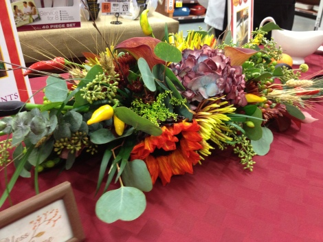Lovely holiday centerpieces to allow for conversations and for a key eyepiece.
