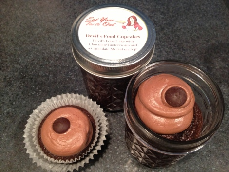 Devil's Food Cupcakes in it's traditional and jarred form.