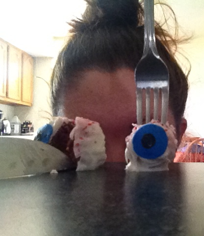 I'm a dork, but how fun are these eyeball cake pops?